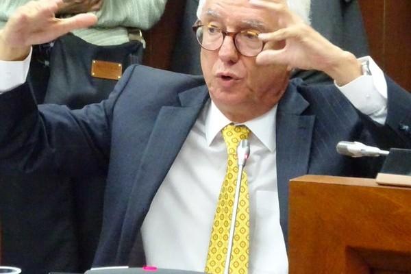 El senador Robledo durante el debate en la Comisión V. 10 de noviembre 2015.